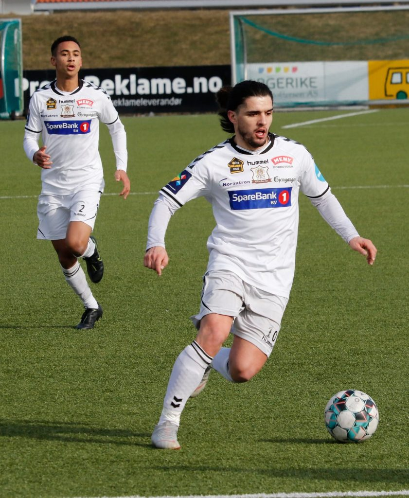 "Nuno Soares ""Nuninho"" playing for Orn-Horten with the white jersey"
